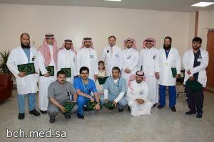 مدير المستشفى يستقبل رئيس قسم الأشعة ويكرم المتميزين من قسم الأشعة