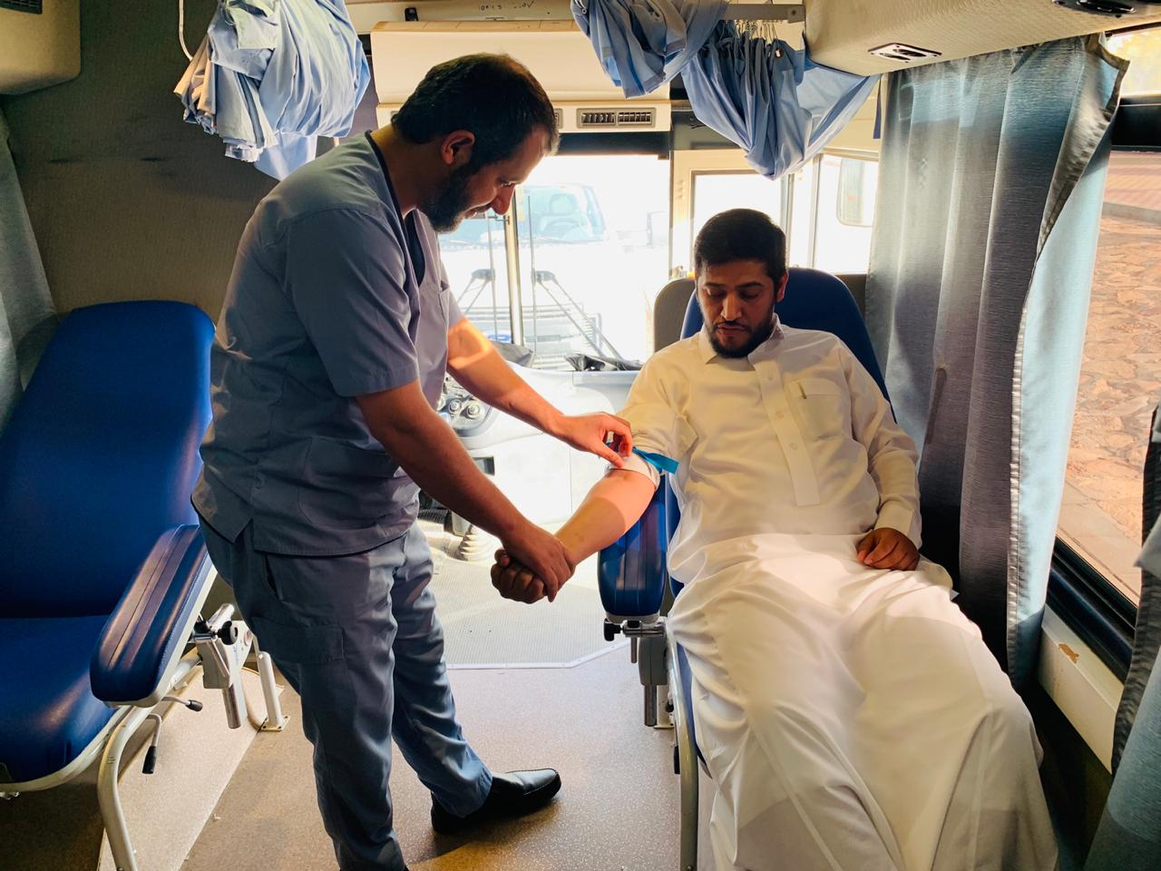 مستشفى بريدة المركزي يشارك بالحملة الوطنية للتبرع بالدم لأبطالنا بالحد الجنوبي