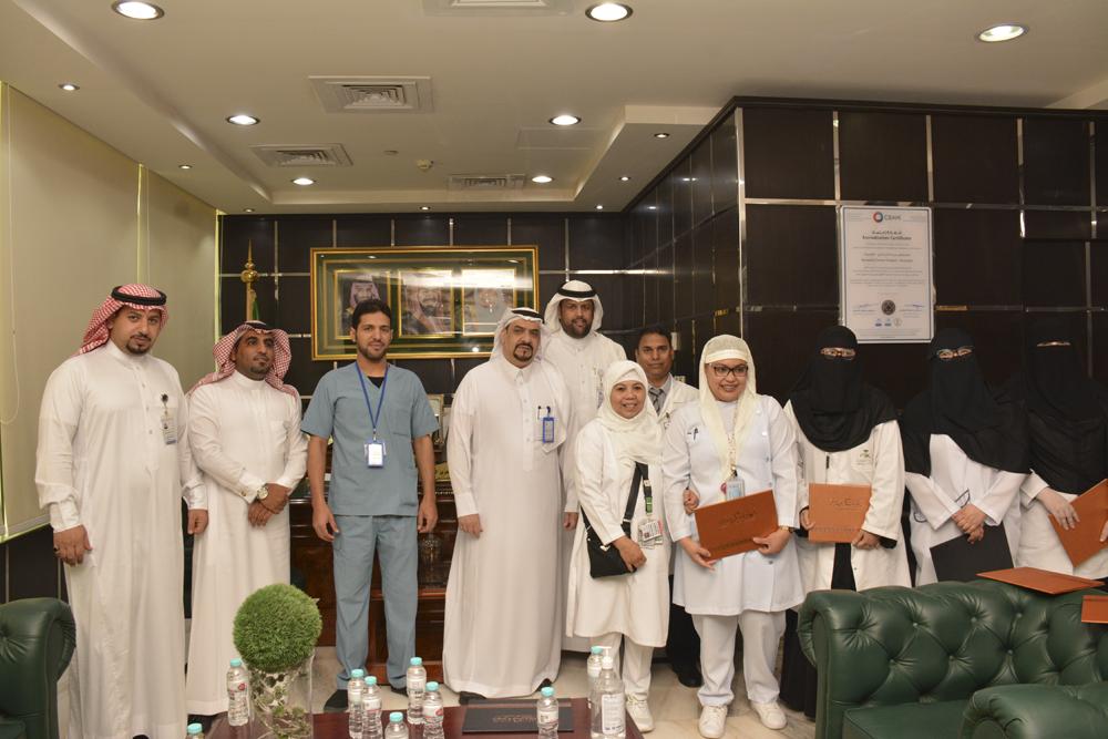 مدير مستشفى بريدة المركزي يكرم الموظفين المتميزين في برنامج آدا
