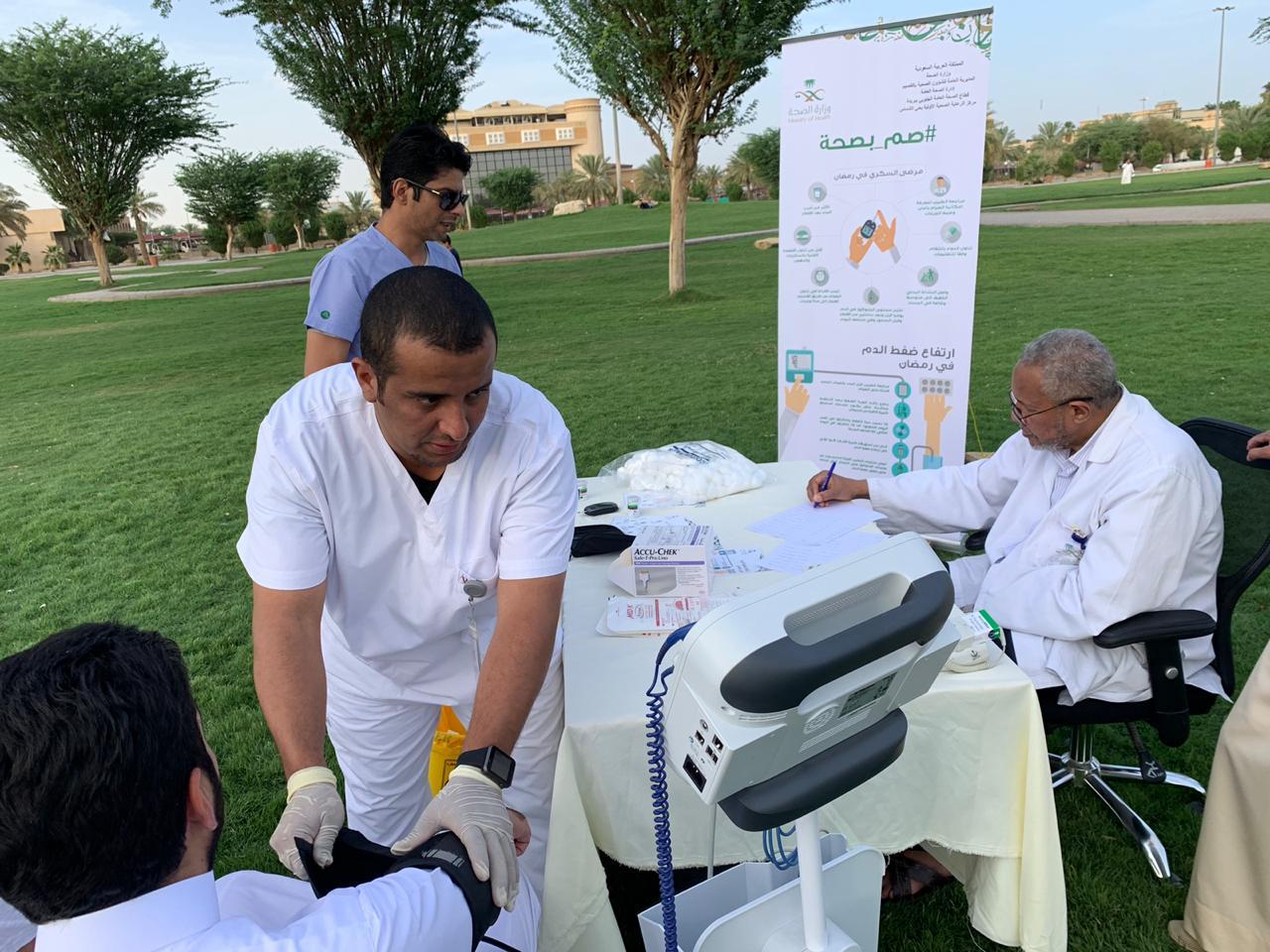 مركز صحي الشماس يفعل حملة #صم_بصحة بمضمار حديقة البلدية