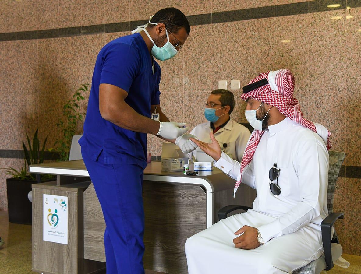 مركز صحي البصر يفعل عيادة وركن توعوي في بلدية البصر
