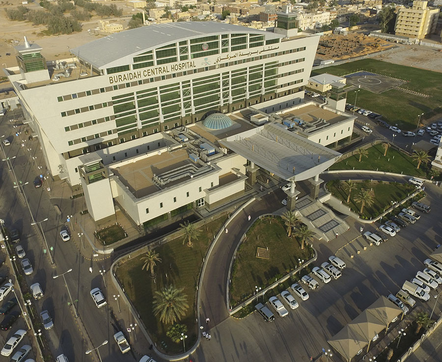 بعد تدخل جراحي طارئ في مستشفى بريدة المركزي .. إنقاذ حياة مريضة بعد انفجار حمل خارج الرحم