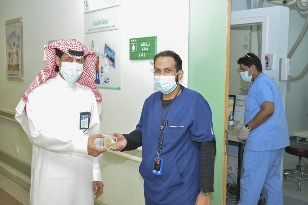 إدارة مستشفى بريدة تعايد منسوبيها المناوبين في إجازة عيد الفطر
